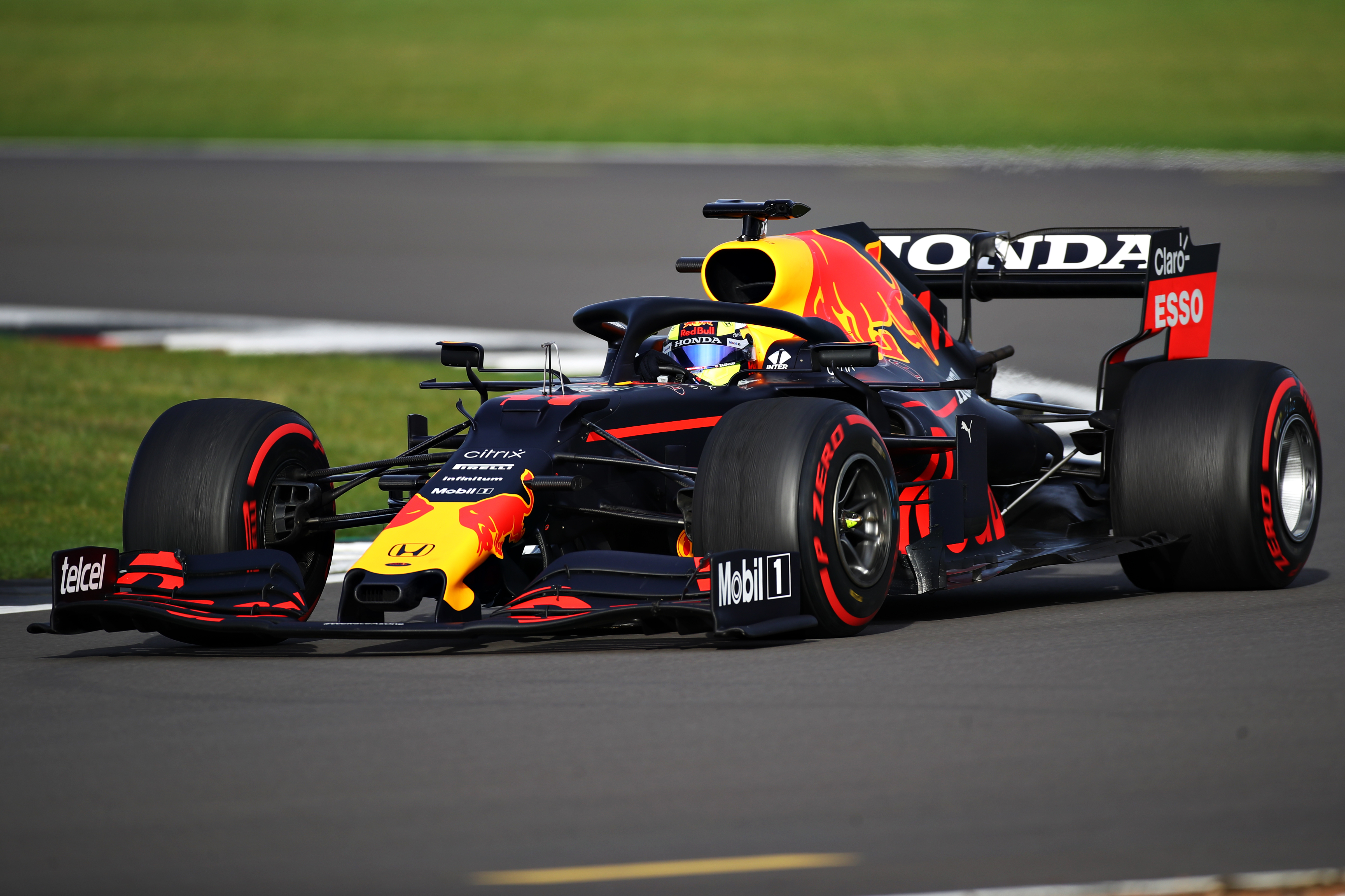 Sergio Perez menjajal Red Bull RB15 untuk pertama kalinya