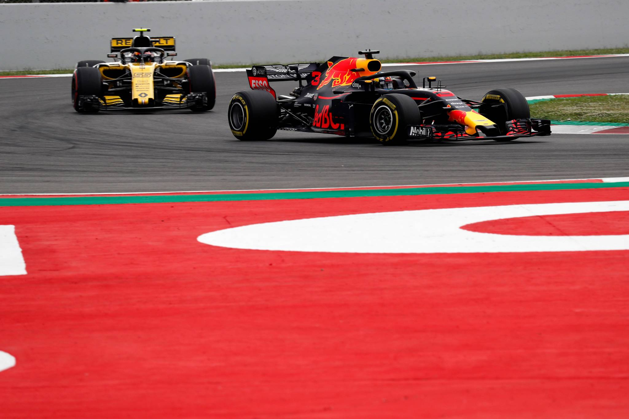 12.05.2018 - Qualifying, Carlos Sainz Jr (ESP) Renault Sport F1 Team RS18 and Daniel Ricciardo (AUS) Red Bull Racing RB14