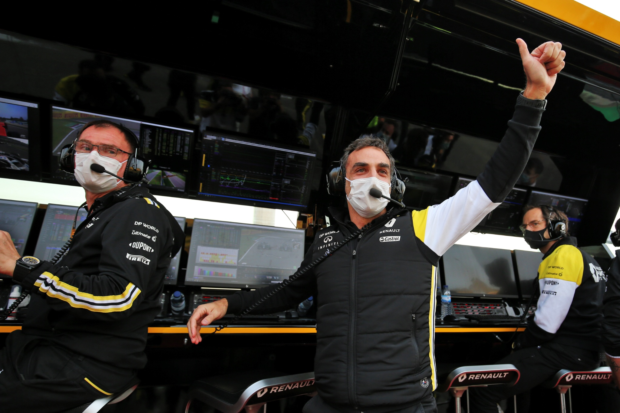 Cyril Abiteboul (FRA) Renault Sport F1 Managing Director celebrates third position for Daniel Ricciardo (AUS) Renault F1 Team at the end of the race.