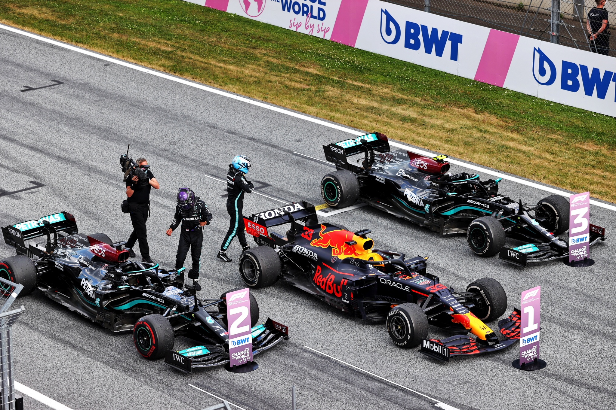 (L to R): Lewis Hamilton (GBR) Mercedes AMG F1 and Valtteri Bottas (FIN) Mercedes AMG F1 in parc ferme at the end of the race.