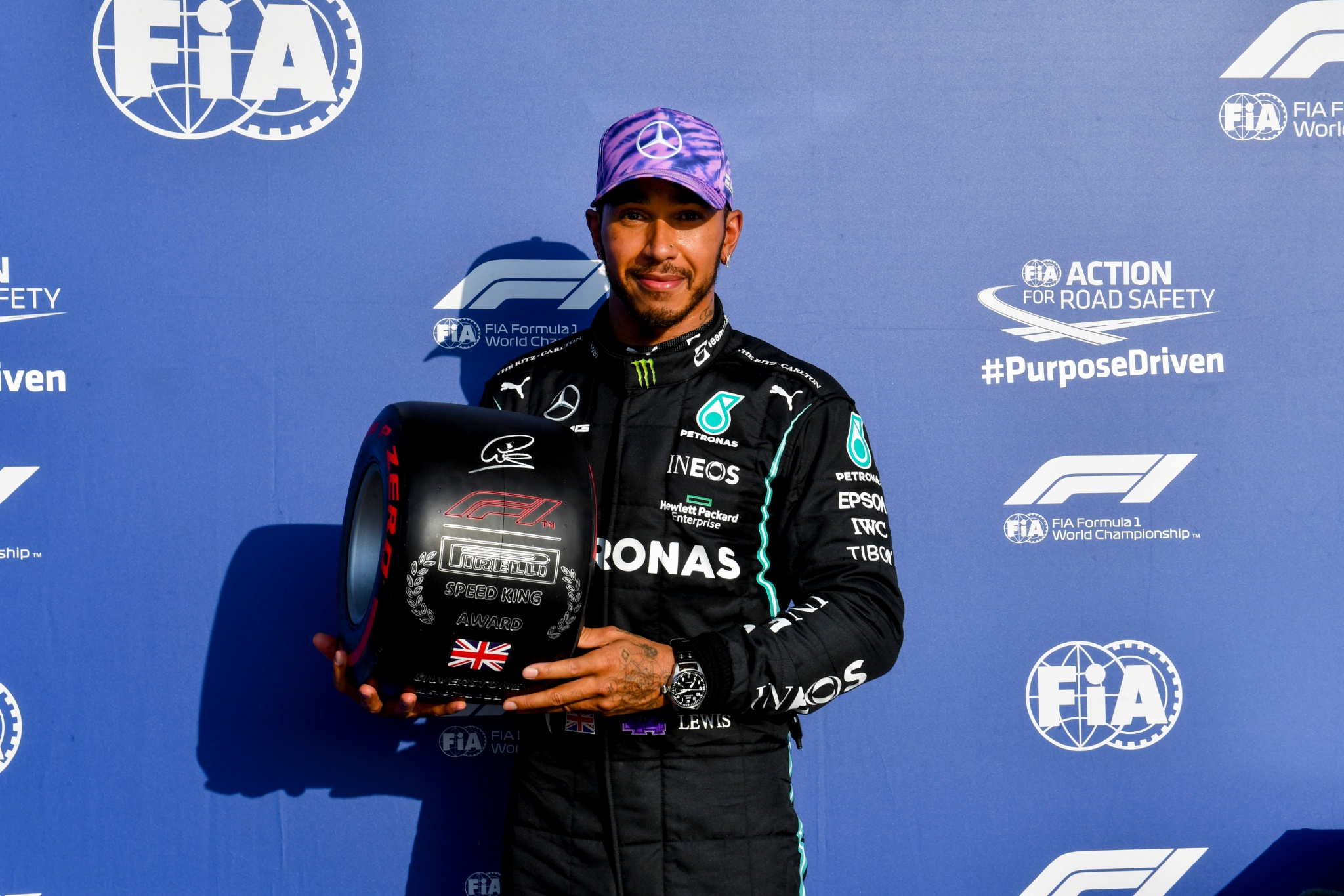 Lewis Hamilton (GBR) Mercedes AMG F1 with the Pirelli Speed King Award for being fastest in qualifying.