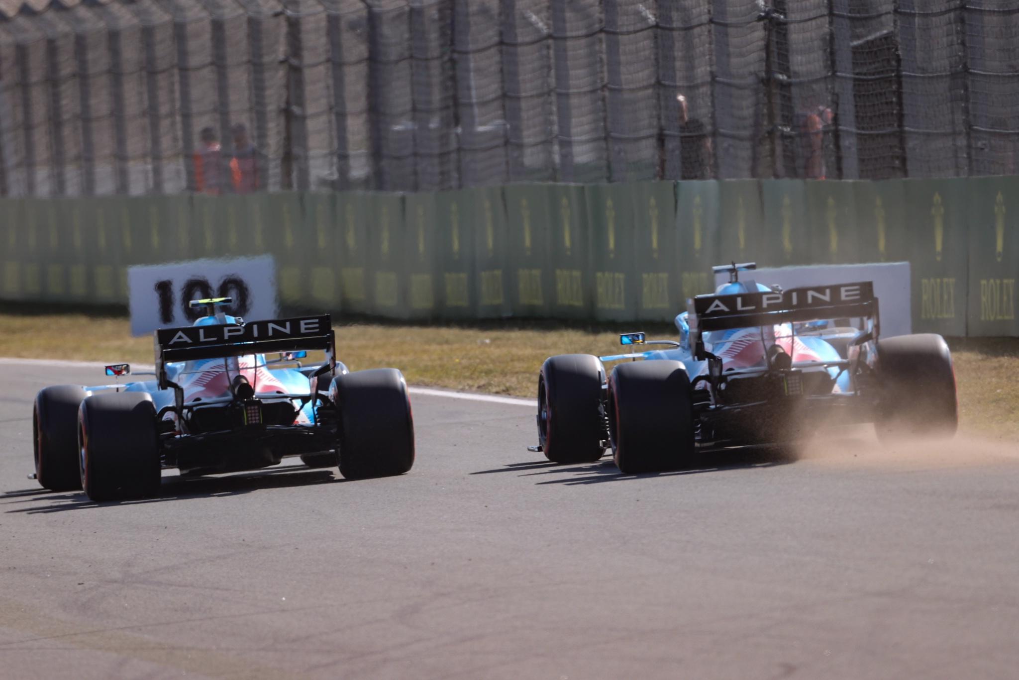 Esteban Ocon (FRA), Alpine F1 Team dan Fernando Alonso (ESP), Alpine F1 Team