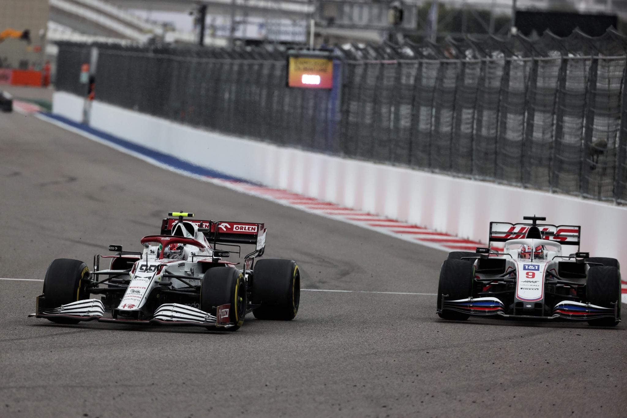 Antonio Giovinazzi (ITA) Alfa Romeo Racing C41 and Nikita Mazepin (RUS) Haas F1 Team VF-21 battle for position.