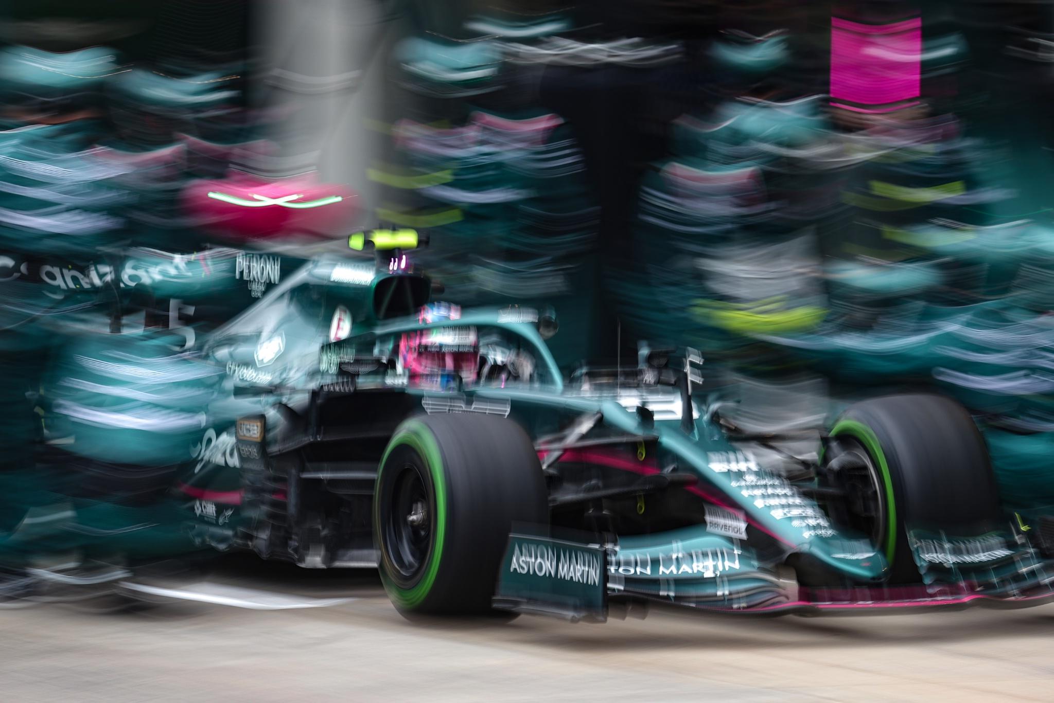 Sebastian Vettel (GER) Aston Martin F1 Team AMR21 makes a pit stop.