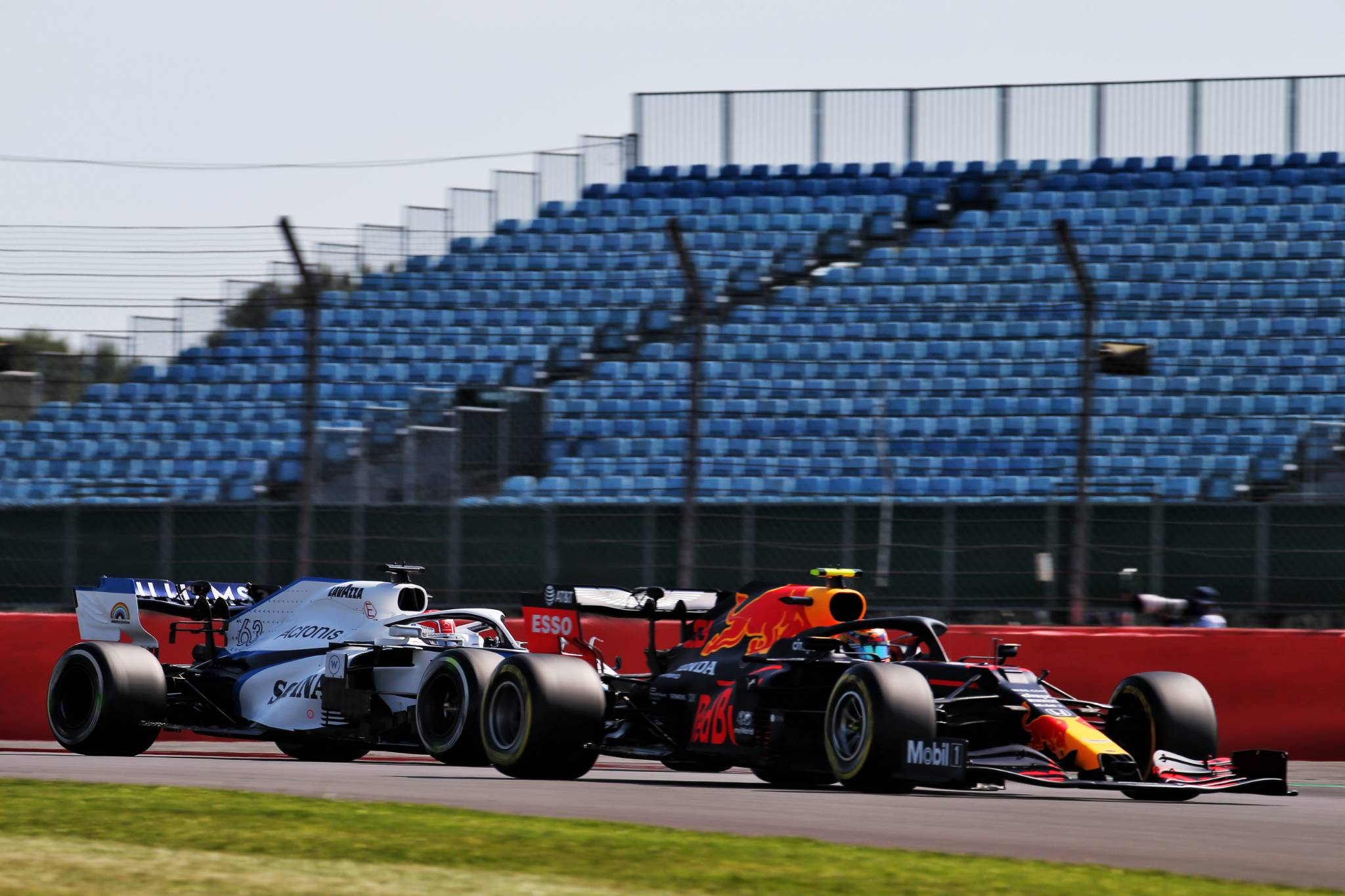 Alexander Albon (THA) Red Bull Racing RB16 leads George Russell (GBR) Williams Racing FW43.