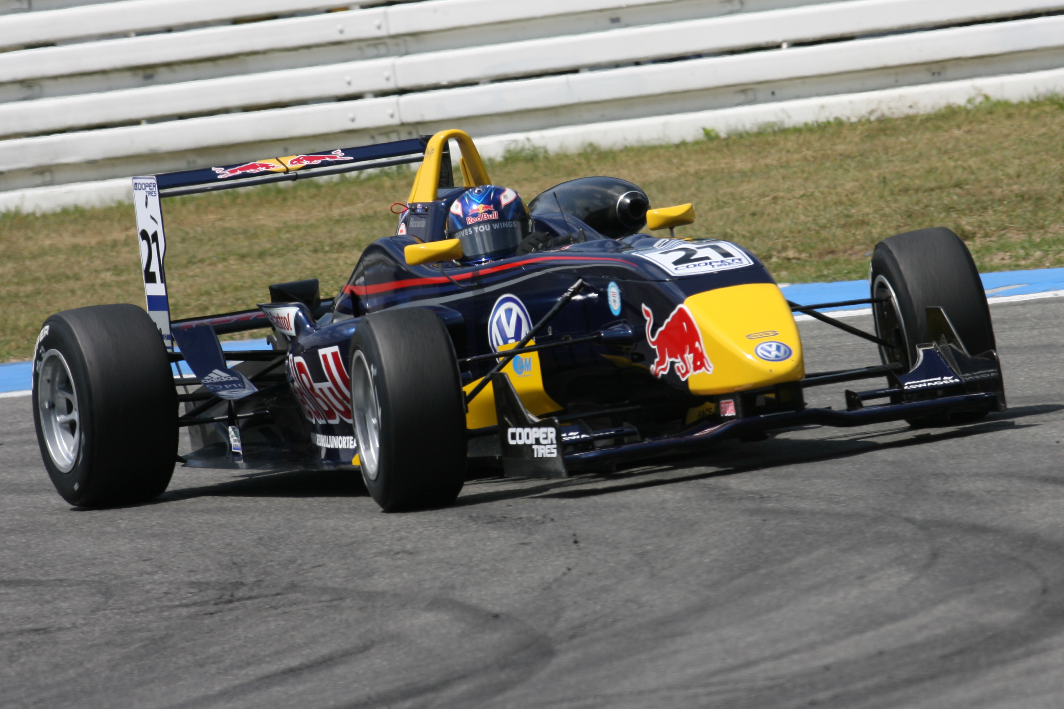 Daniel Ricciardo - Carlin Motorsport British F3