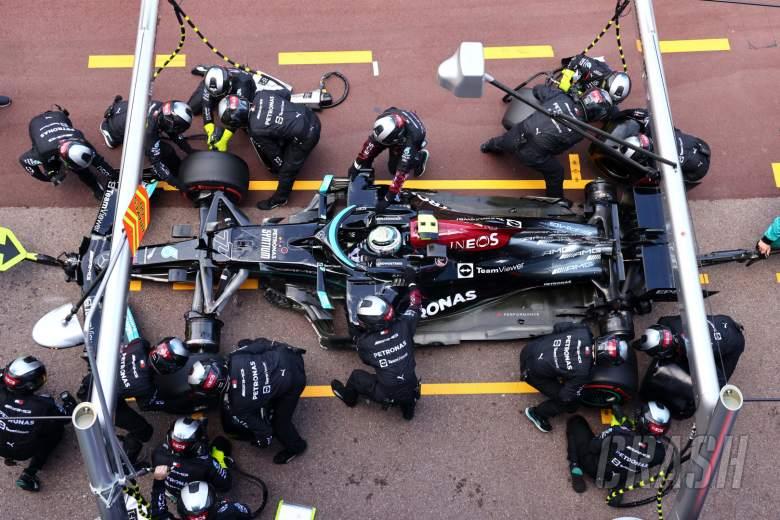 Mercedes still unable to remove wheel stuck on Bottas' F1 car
