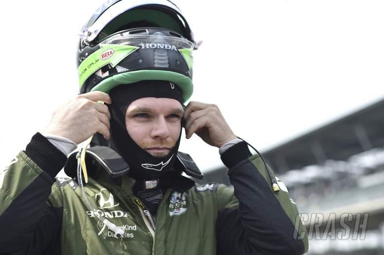Max Chilton membungkuk keluar dari oval, Conor Daly direkrut oleh Carlin di Texas