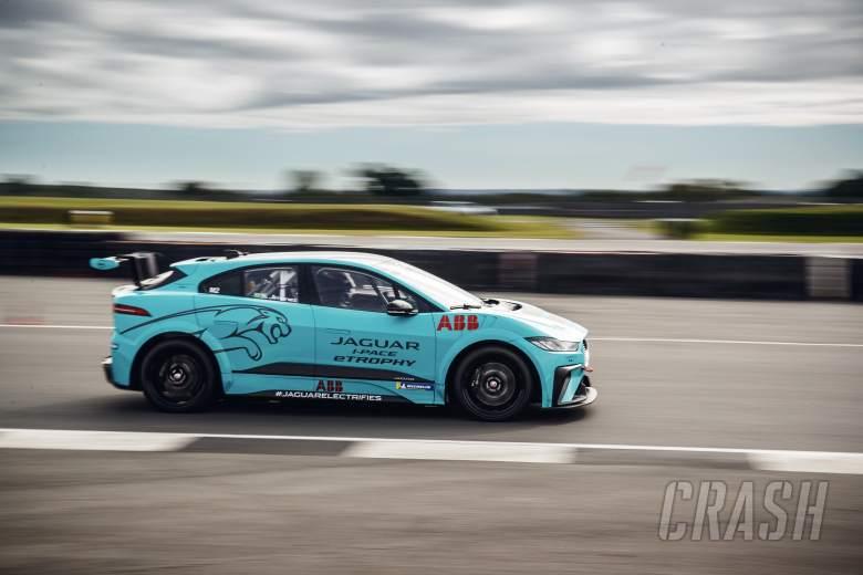 Jaguar mengonfirmasi daftar entri 11 mobil untuk pembuka I-PACE eTROPHY