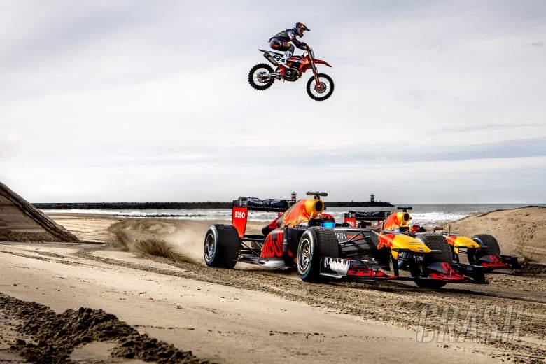 PERHATIKAN Pembalap F1 Red Bull melakukan perjalanan darat Belanda