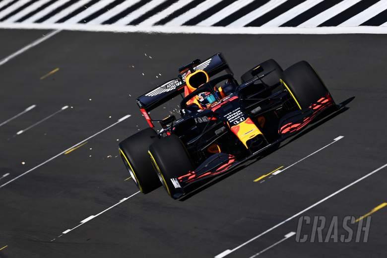 Albon beraksi sebagai Red Bull menjalankan mobil F1 2020 di Silverstone