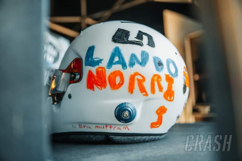 Norris untuk balapan dengan helm yang dirancang oleh penggemar F1 berusia 6 tahun di GP Inggris