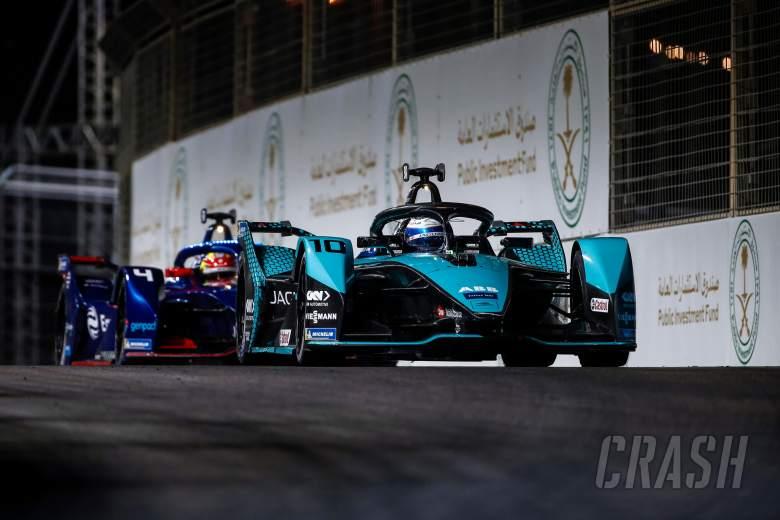 Diriyah E-Prix: Diwarnai Kecelakaan Parah, Sam Bird Menangi Race 2