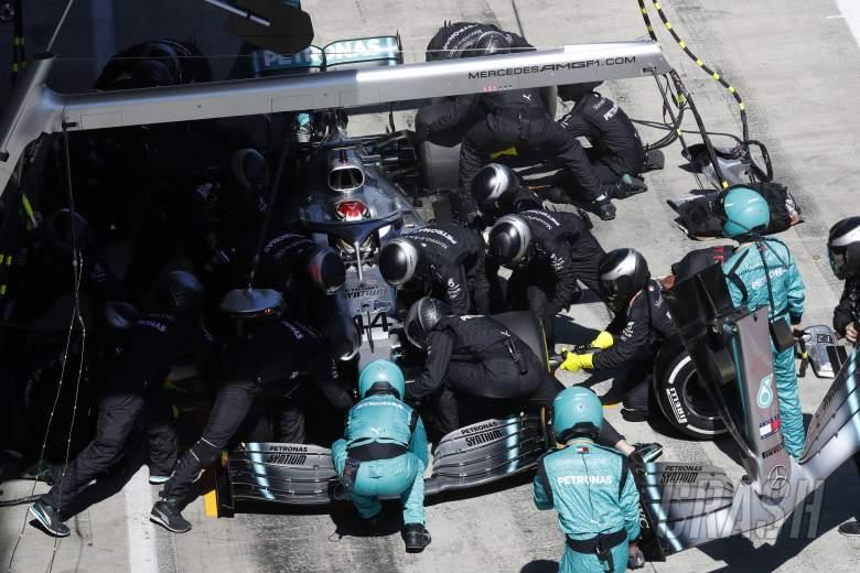 Mercedes reveals extent of Hamilton's front wing damage