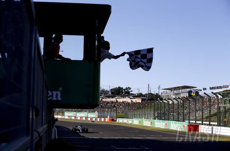 FIA investigating Japanese GP chequered flag error