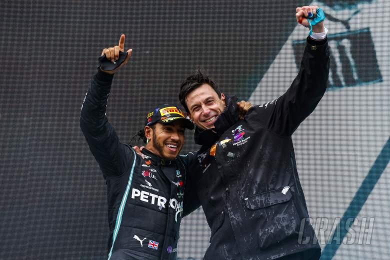 Mercedes Sama Sekali Tidak Meragukan Komitmen Lewis Hamilton