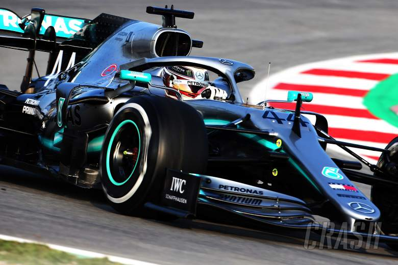 Hamilton: Ferrari looks 'very, very strong' in F1 testing