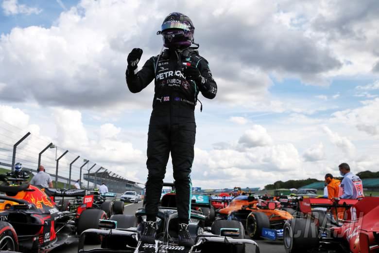 Lewis Hamilton selamat dari tusukan lap terakhir untuk memenangkan F1 GP Inggris