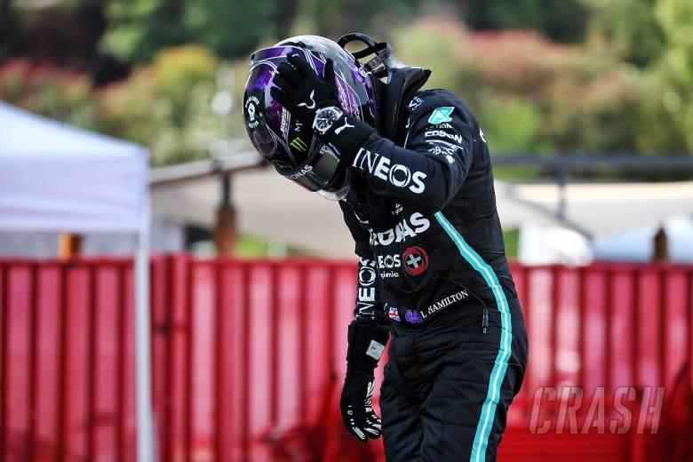 Hamilton mengibarkan bendera untuk kemenangan dominan di F1 GP Spanyol