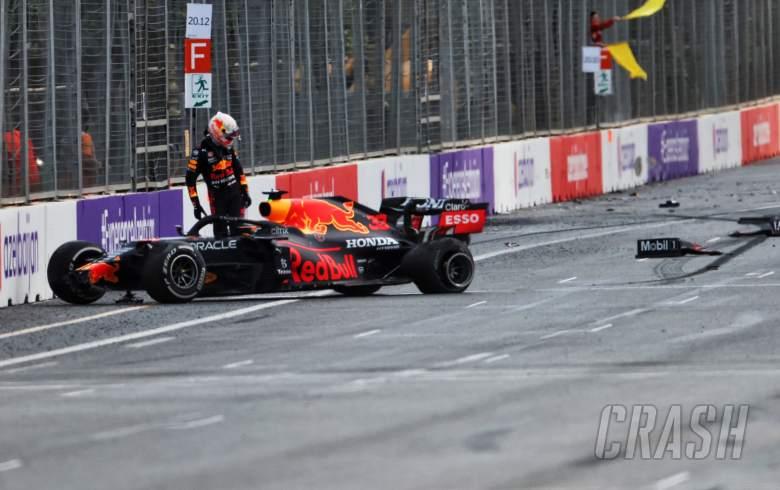 Hamilton: Pirelli not to blame for Baku F1 tyre blowouts