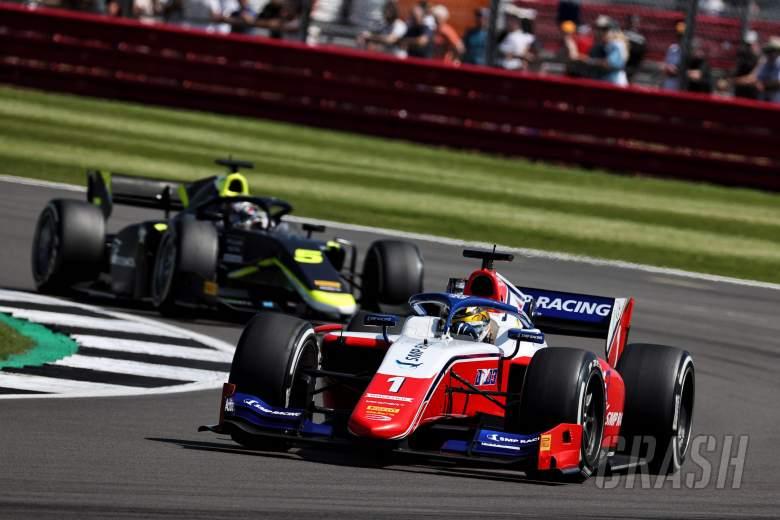 Shwartzman dominates first Silverstone F2 sprint race, Piastri takes points lead