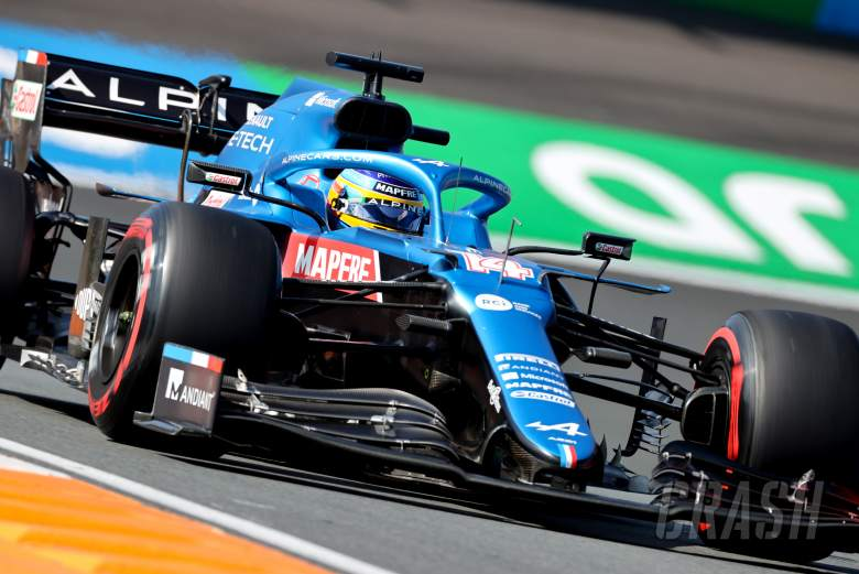 """Alonso """"got lucky"""" with unseen near-crash in Sainz F1 chase"""
