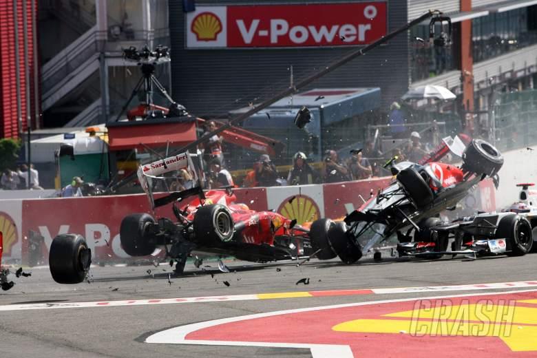 02.09.2012- Race, Start of the race, Crash, Fernando Alonso (ESP) Scuderia Ferrari F2012 and Lewis H