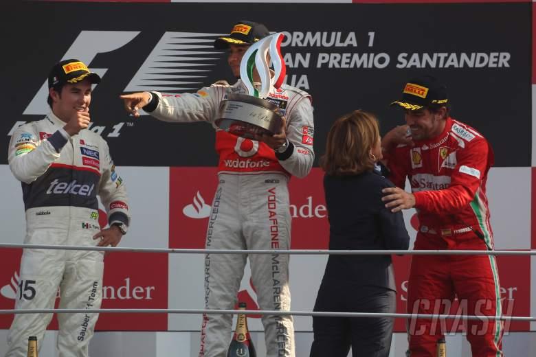 09.09.2012- Race,  2nd position Sergio Pérez (MEX) Sauber F1 Team C31, Lewis Hamilton (GBR) McLaren