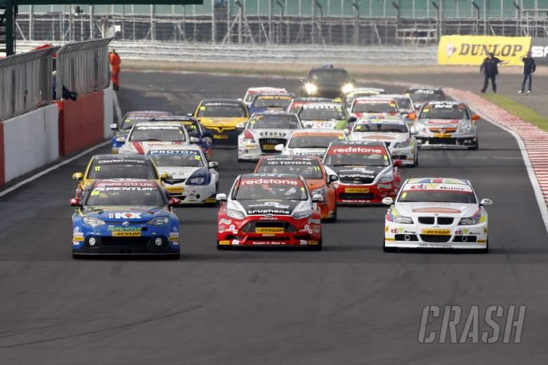 Start, Jason Plato (GBR) MG KX Momentum Racing MG6 GT leads