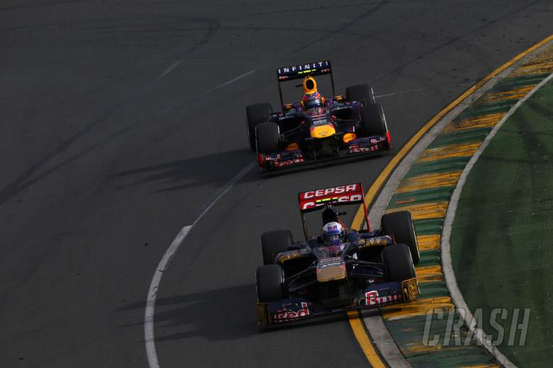 17.03.2013- Race,Daniel Ricciardo (AUS) Scuderia Toro Rosso STR8 leads Mark Webber (AUS) Red Bull R