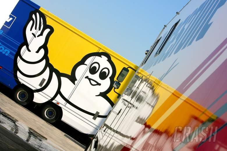 Michelin and Bridgestone trucks, Barcelona 250 IRTA tests, 2006