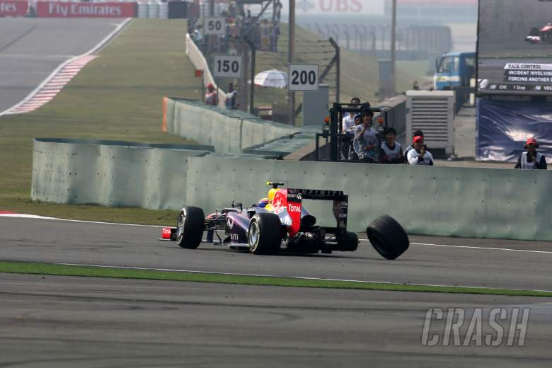 14.04.2013- Race, Crash, Mark Webber (AUS) Red Bull Racing RB9