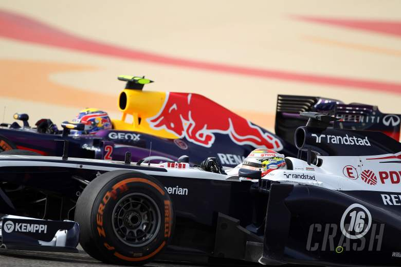 21.04.2013- Race, Pastor Maldonado (VEN) Williams F1 Team FW35 and Mark Webber (AUS) Red Bull Racing
