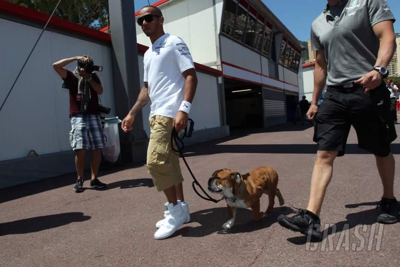 22.05.2013- Lewis Hamilton (GBR) Mercedes AMG F1 W04 and his dog, Roscoe