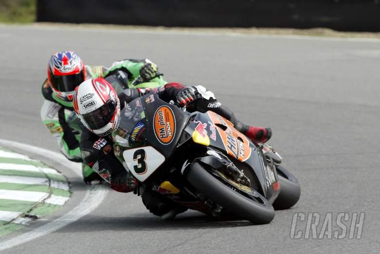 Michael Rutter HM Plant Honda CBR RR leads Scott Smart on his Hawk Kawasaki