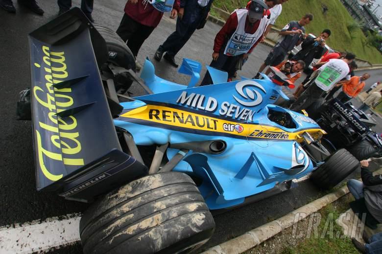 06.08.2006 Budapest, Hungary, Crash damaged car of Fernando Alonso (ESP), Renault F1 Team, R26 - For