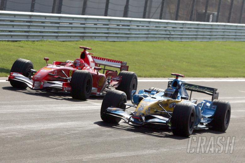 27.08.2006 Istanbul, Turkey, Fernando Alonso (ESP), Renault F1 Team and Michael Schumacher (GER), Sc