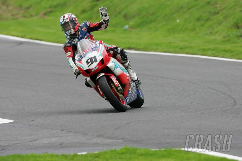 , , leon haslam airwaves ducati bsb 2006 waves to the crowd after race 1 cadwell park monday 28/08/06