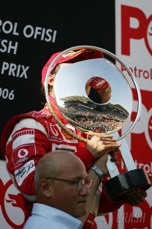 27.08.2006 Istanbul, Turkey, Winner, Felipe Massa (BRA), Scuderia Ferrari with President of the Turk