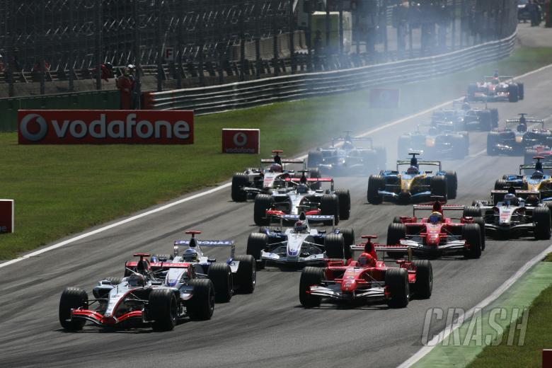 10.09.2006 Monza, Italy,  Start of the race - Kimi Raikkonen (FIN), Rkken, McLaren Mercedes, Ni