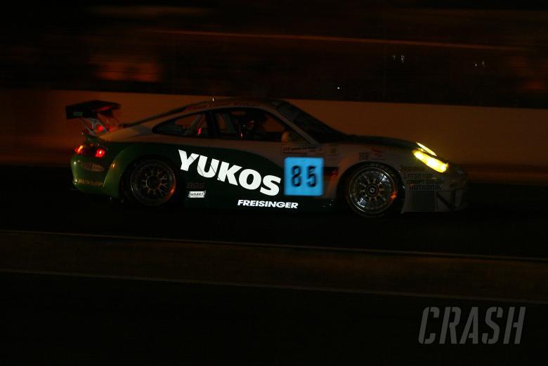 The Stephane Ortelli/Ralf Kelleners/Roman Dumas Freisinger Porsche at night