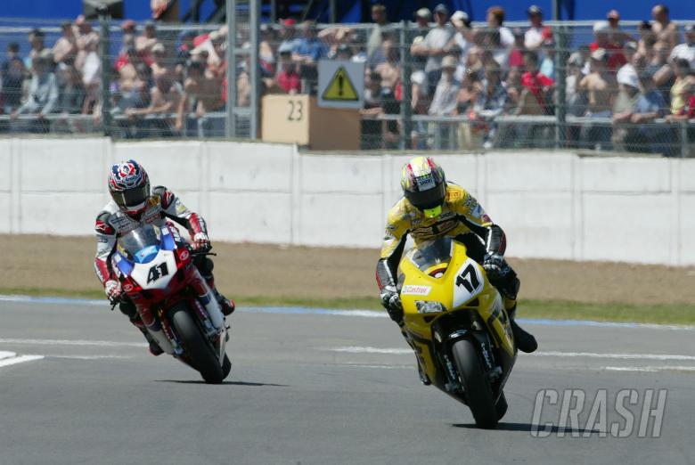 Vermeulen, Haga, WSBK Race 1 Silverstone, 2004