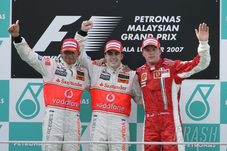 Lewis Hamilton (GBR) McLaren MP4/22, Fernando Alonso (ESP) McLaren MP4/22, Kimi Raikkonen (FIN) Ferr