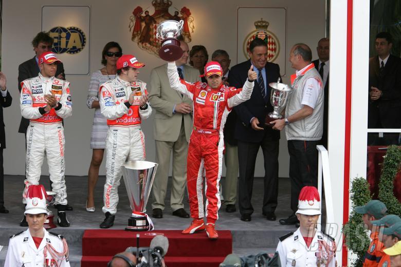 Lewis Hamilton (GBR) McLaren MP4/22, Fernando Alonso (ESP) McLaren MP4/22, Felipe Massa (BRA) Ferrar