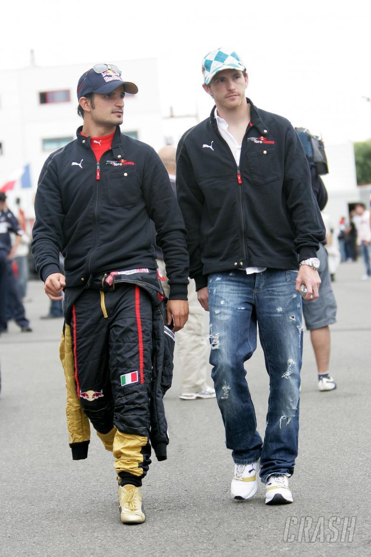 Vitantonio Liuzzi (ITA) Toro Rosso STR02, Scott Speed (USA) Toro Rosso STR02, France F1, Magny Cours