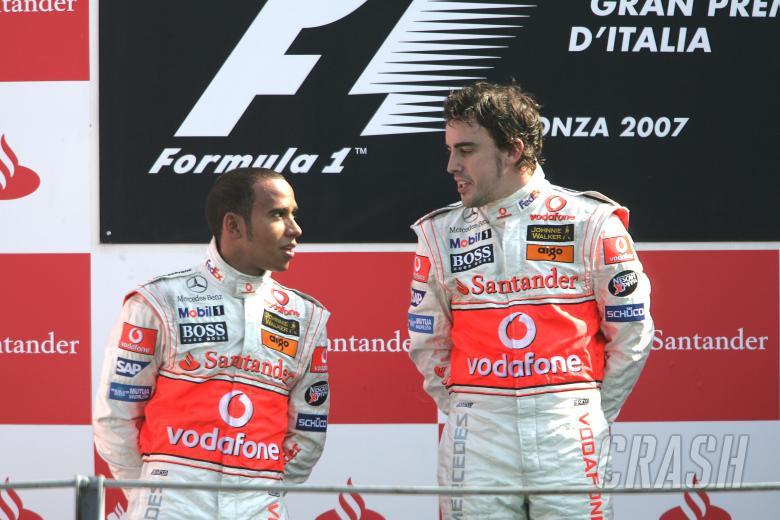 Lewis Hamilton (GBR) McLaren MP4/22, Fernando Alonso (ESP) McLaren MP4/22,Italian F1, Monza, 7-9th,