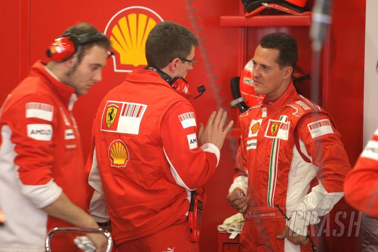 Chris Dyer (AUS), Michael Schumacher (GER) Ferrari F2007, Barcelona F1 Test, 13-15th, November, 2007