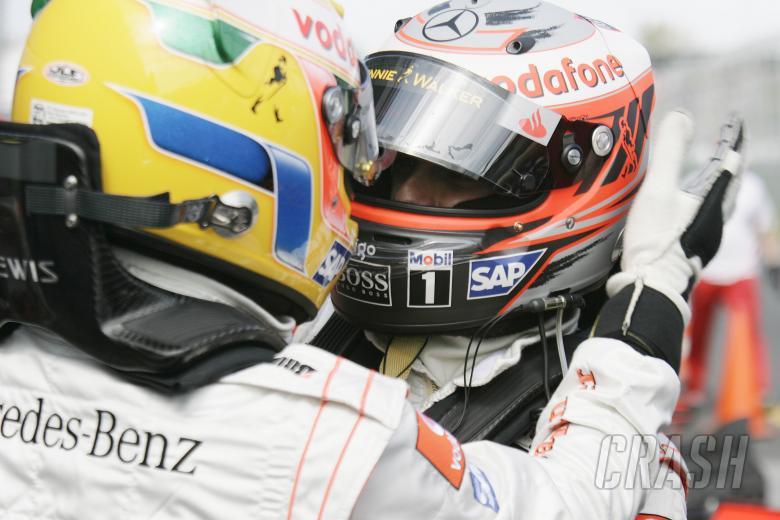 Lewis Hamilton (GBR) McLaren MP4-23 Pole Position, Heikki Kovalainen (FIN) McLaren MP4-23 2nd, Austr