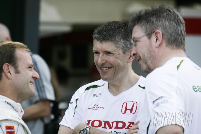Rubens Barrichello (BRA) Honda RA108, Nick Fry (GBR) Sporting Director Honda, Ross Brawn (GBR) Team