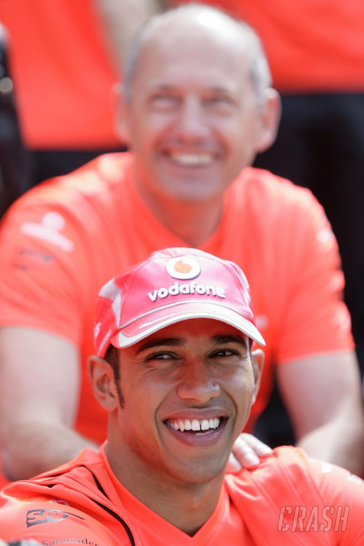 Lewis Hamilton (GBR) McLaren MP4-23, Ron Dennis (GBR) McLaren Team Principal, British F1, Silverston